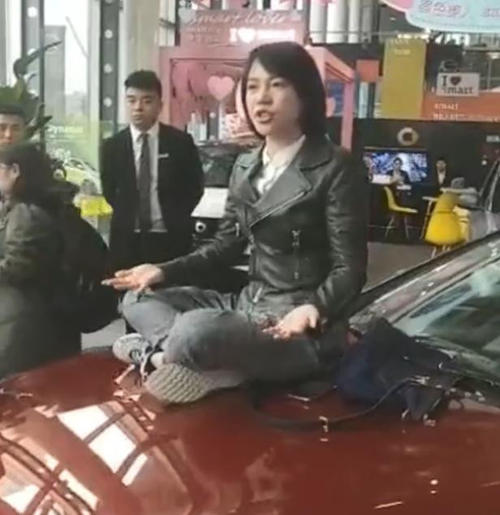 66万买奔驰漏油车:销售骗女车主办理<font color='red'>汽车</font>金融